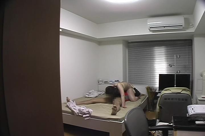【隠撮File.011】化粧品モニターバイトGALショップ店員の胸チ