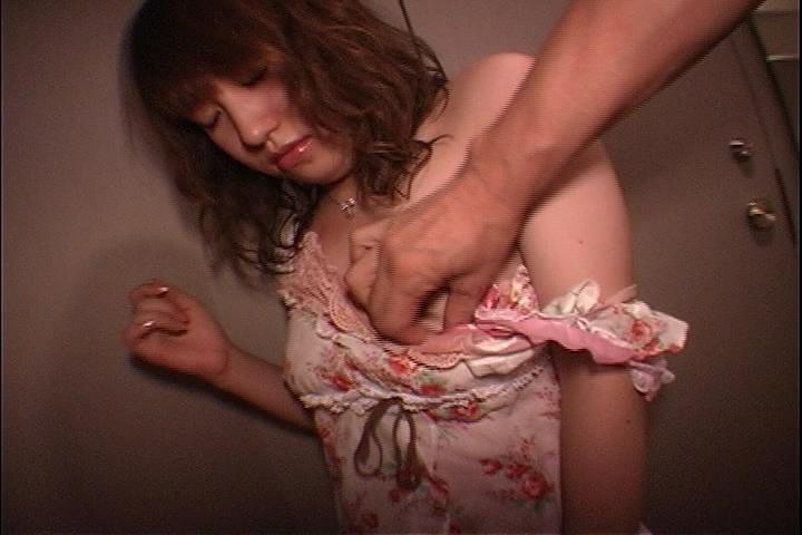 淫乱な女医と病院内で濃密中出しセックスするアダルト動画